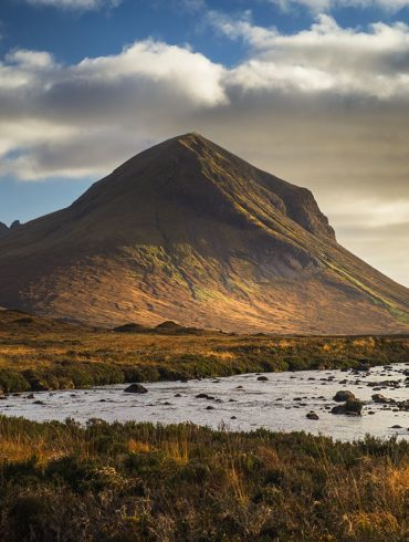 rzeka i góra, wyspa Skye, Sligachan, popołudnie