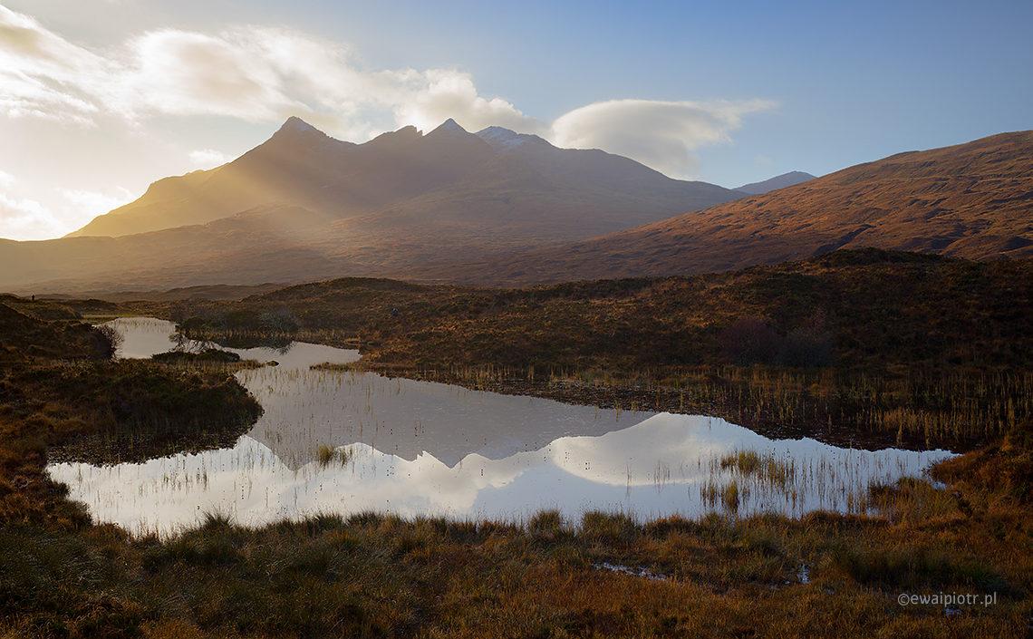 jezioro w Szkocji, Nikon Z6 i Z7, góra i odbicie w wodzie