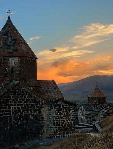 Sevanavank nad jeziorem Sevan, Armenia, fotowyprawa