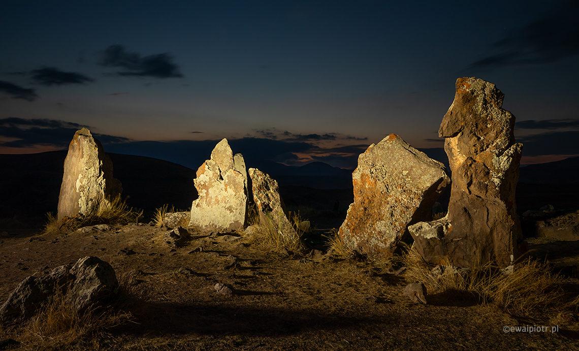 Zorats Karer, malowanie światłem, Armenia, Stonehenge, fotowyprawa