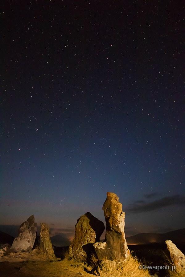 Zorats Karer nocą, fotografia nocna, fotowyprawa do Armenii