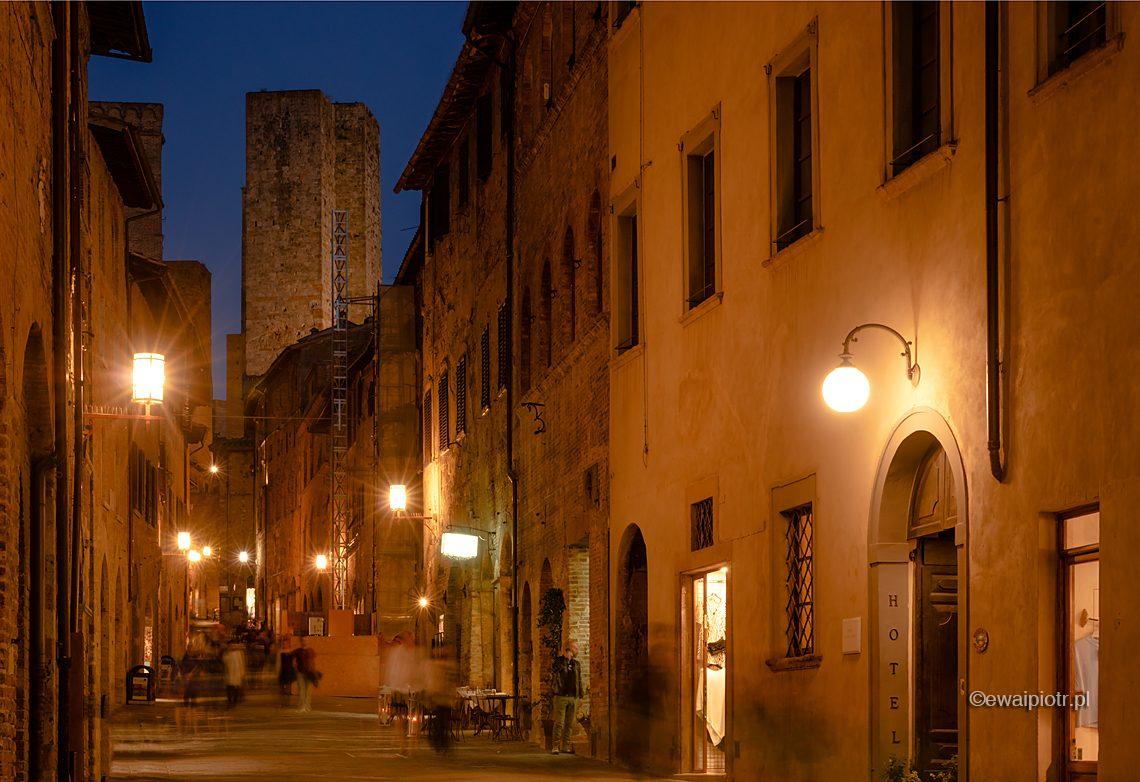 Wieczór w San Gimignano, Toskania