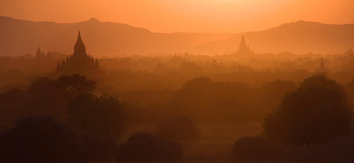 Świątynie Bagan o wschodzie, Birma, fot. Ula Kupińska