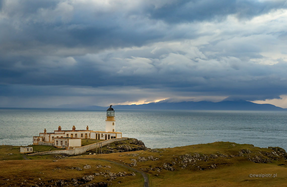 Latarnia morska na Nest Point, Szkocja, wyspa Skye