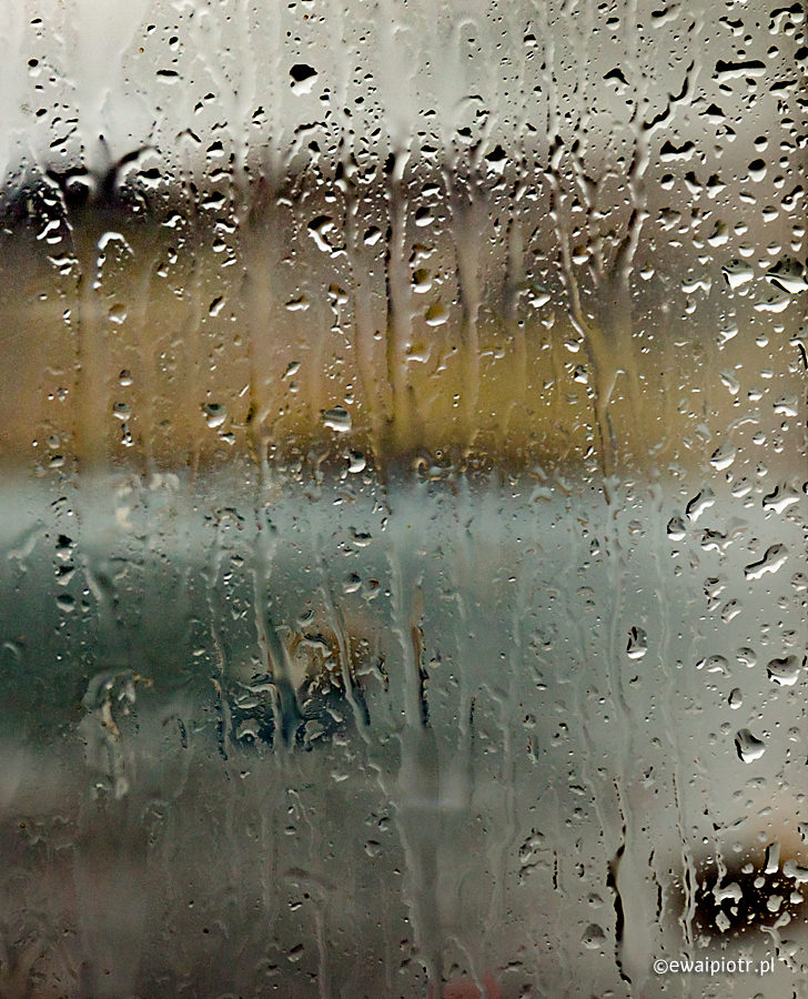 Portree w deszczu, Szkocja, Skye