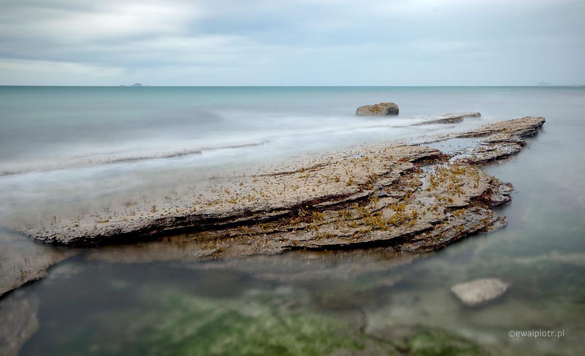 Wybrzeże pod zamkiem Duntulm, Szkocja, Skye