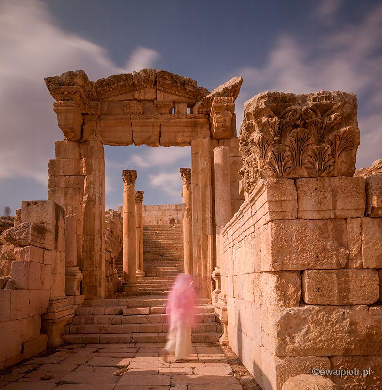 Nimfa w nimfeum, Dżerasz, Jordania, warsztaty fotograficzne