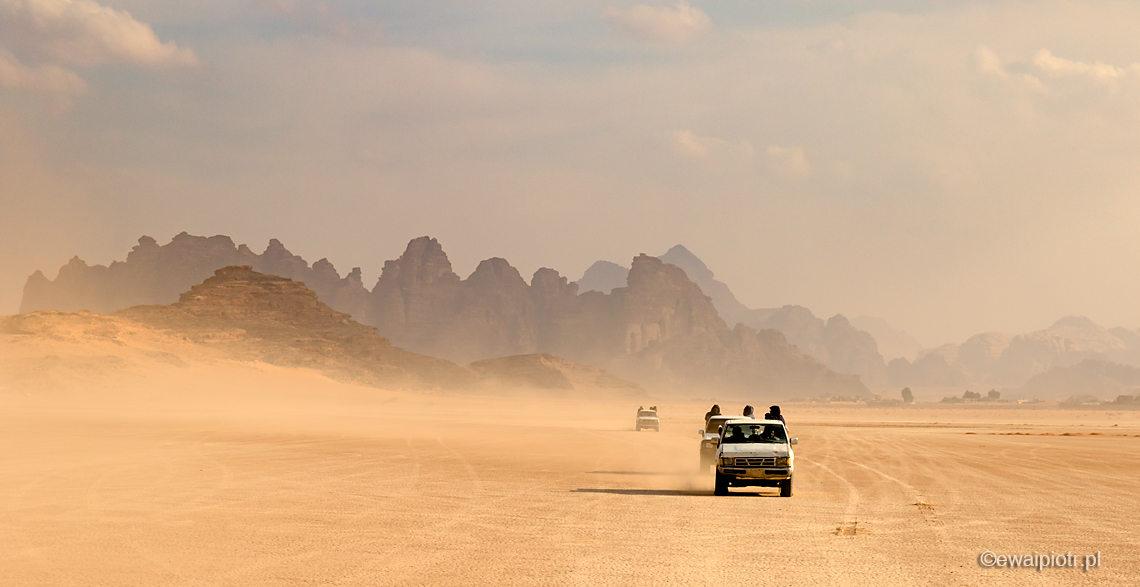 Fotowyprawa na pustyni, Jordania, terenówki na Wadi Rum
