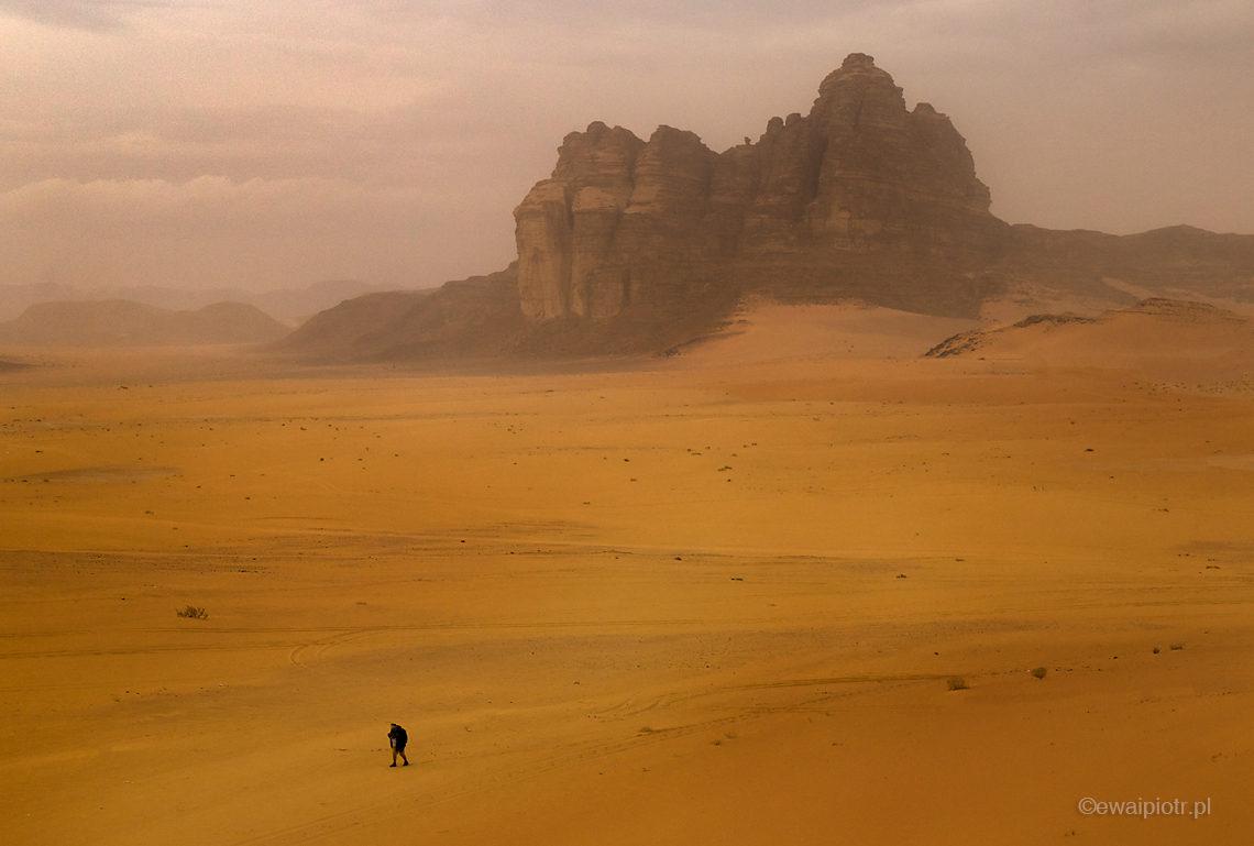 Burza piaskowa na pustyni Wadi Rum, Jordania