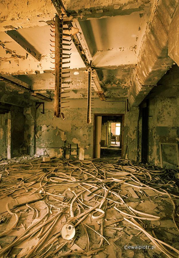 Czarnobyl, kable w ruinie, urbex, Strefa,