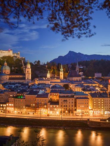 Salzburg, Austria, nocne zdjęcie miasta