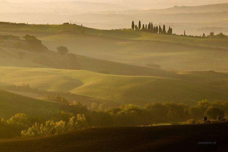 Wzgórza o poranku, Toskania, pejzaż o świcie