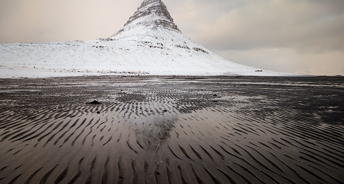 Zima pod Górą Kirkjufell, Islandia