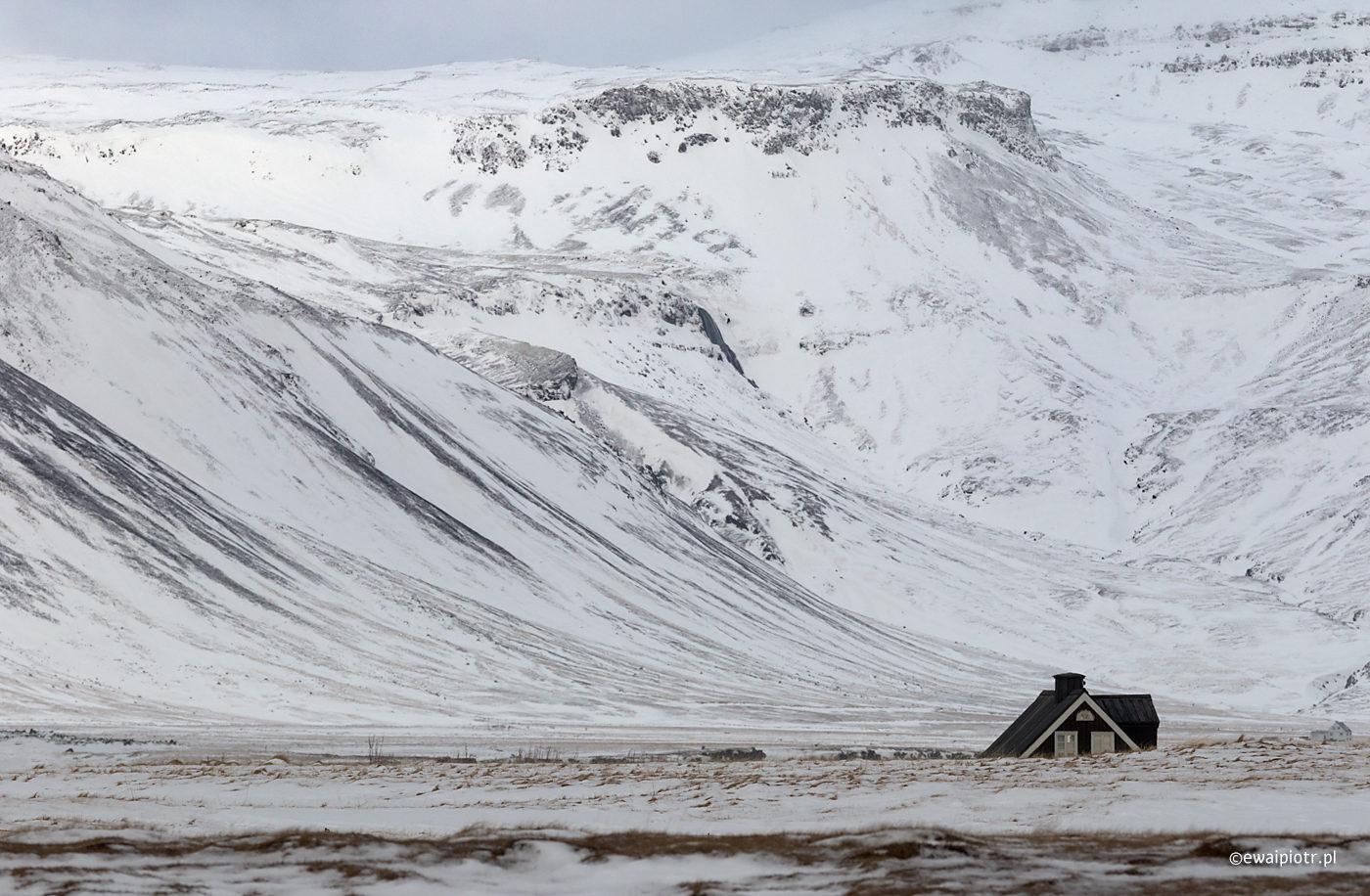 Chatka pod górą, Islandia
