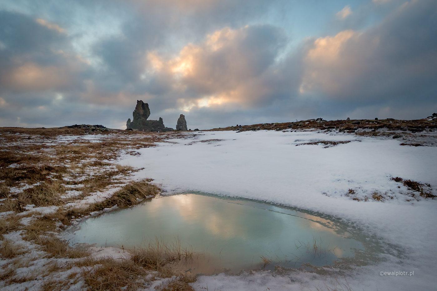 Skały Malariff i zimowy wieczór, Islandia