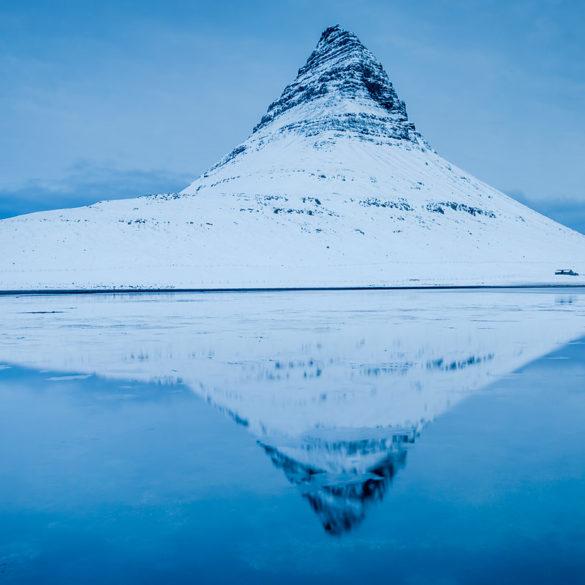 góra Kirkjufell zimą , Islandia, przypływy i odpływy