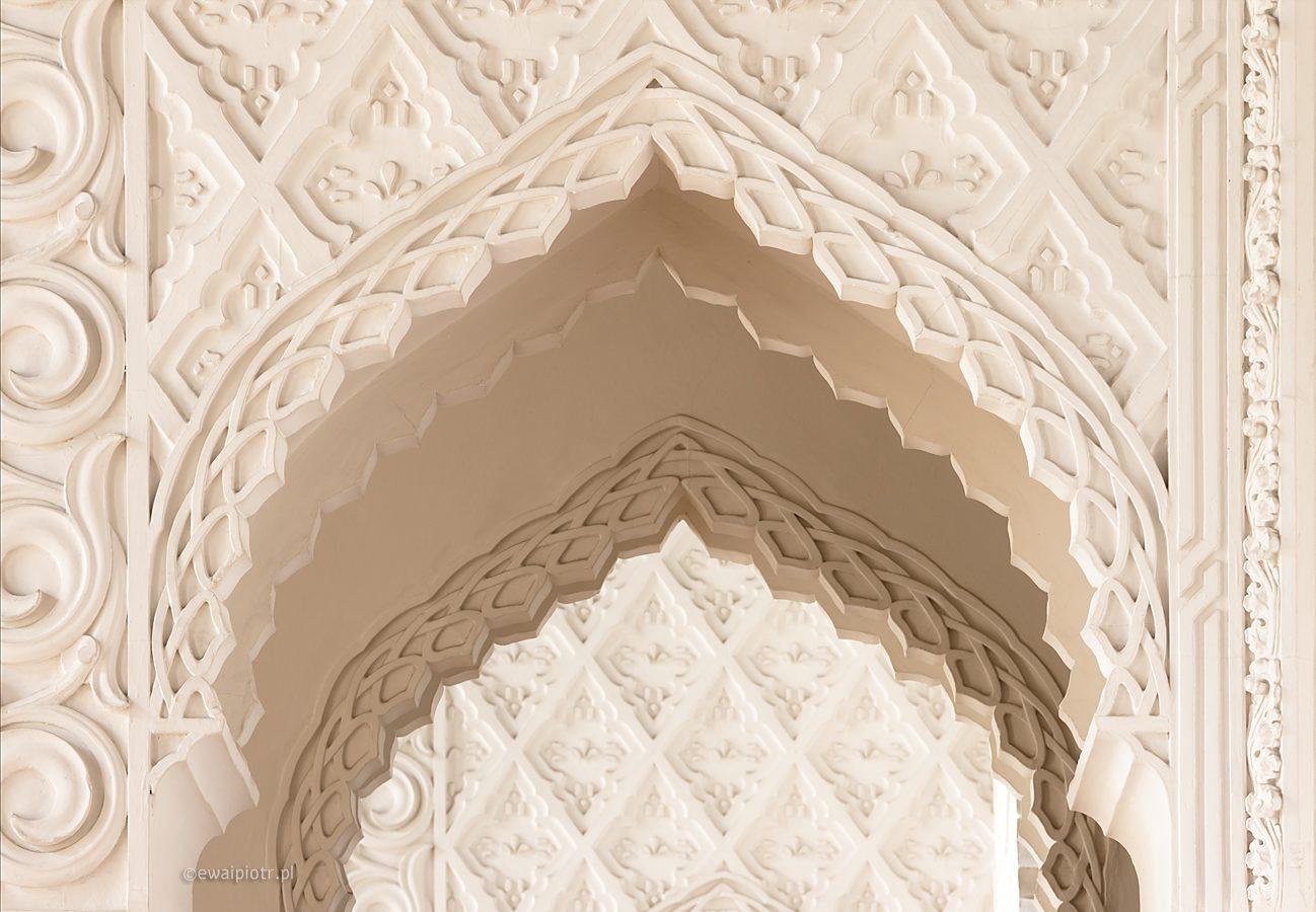 Prawie jak Alhambra, Kórnik, białe łuki, orientalne, wschodni motyw, baśnie 1001 nocy