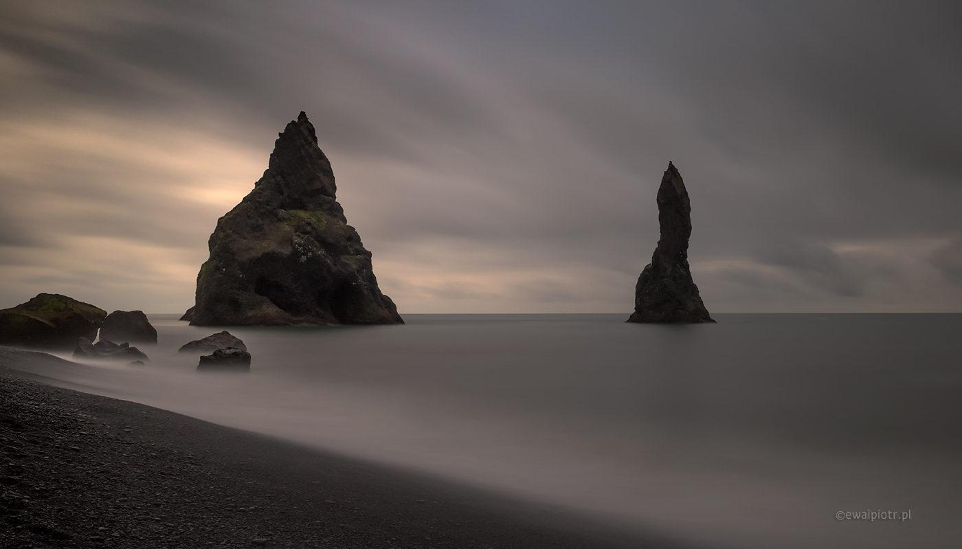 Pozorny spokój na Reynisfjara, Islandia, jak sfałszować EXIF
