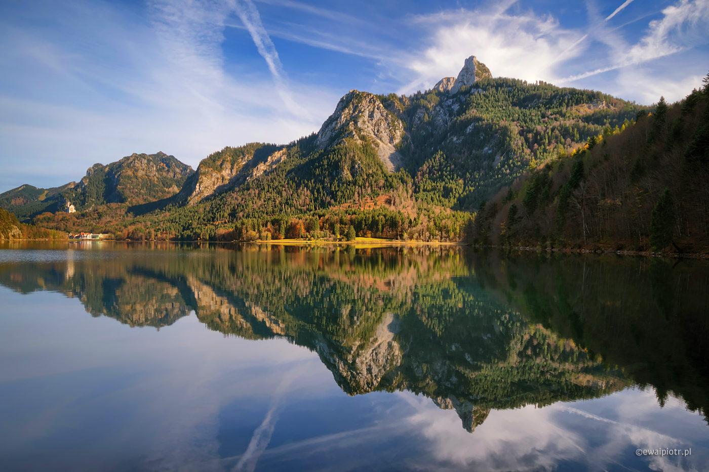 Widok na Alpsee i Neuschwanstein, Bawaria, odbicia
