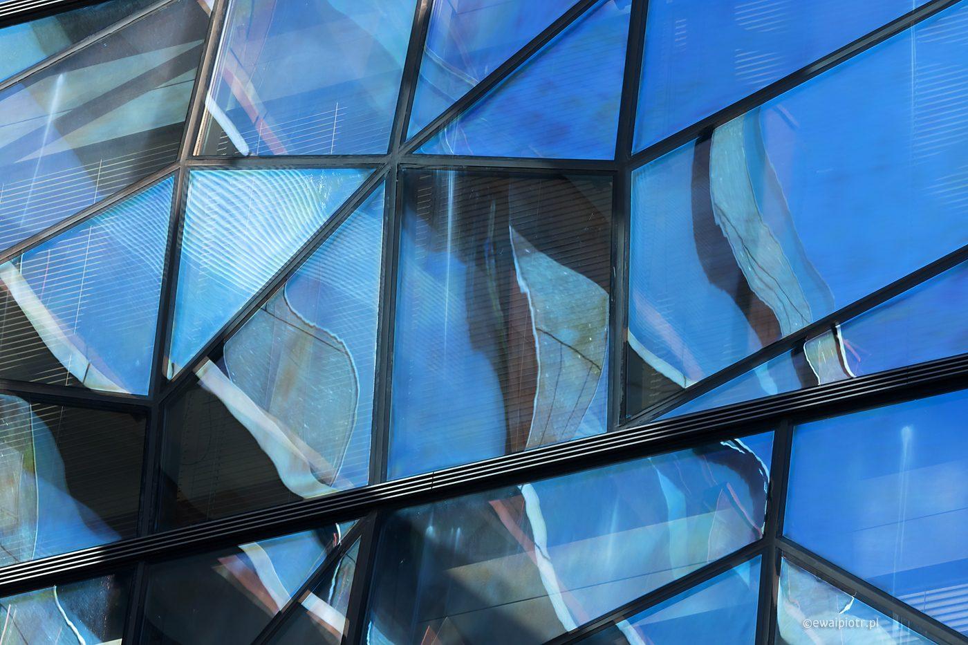 Praga, warsztaty fotograficzne, niebieskie okno, nowoczesna architektura