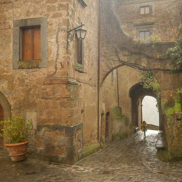 Civita di Bagnoregio w deszczu, Toskania