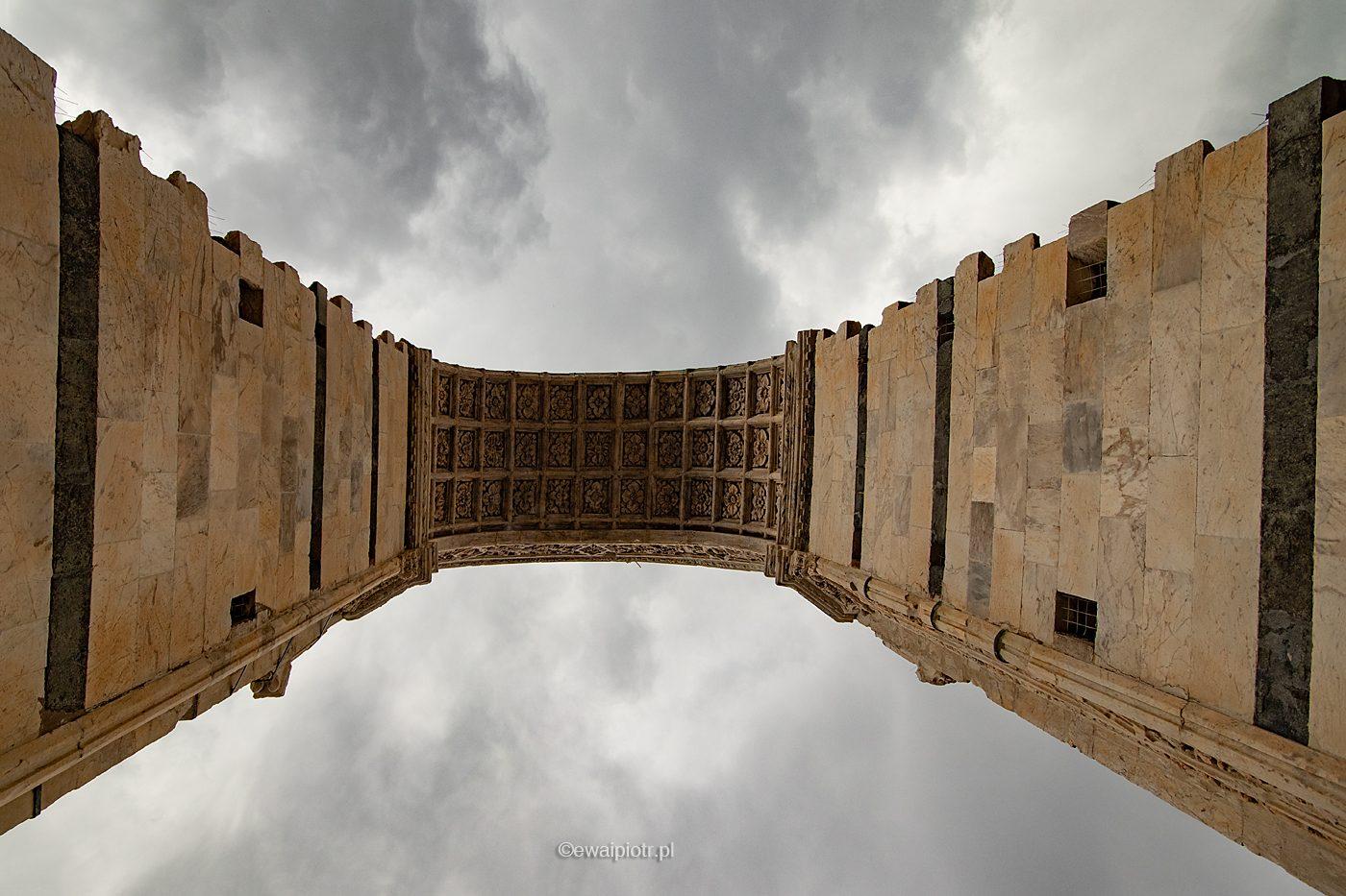 Łuk nad katedrą w Sienie, Toskania