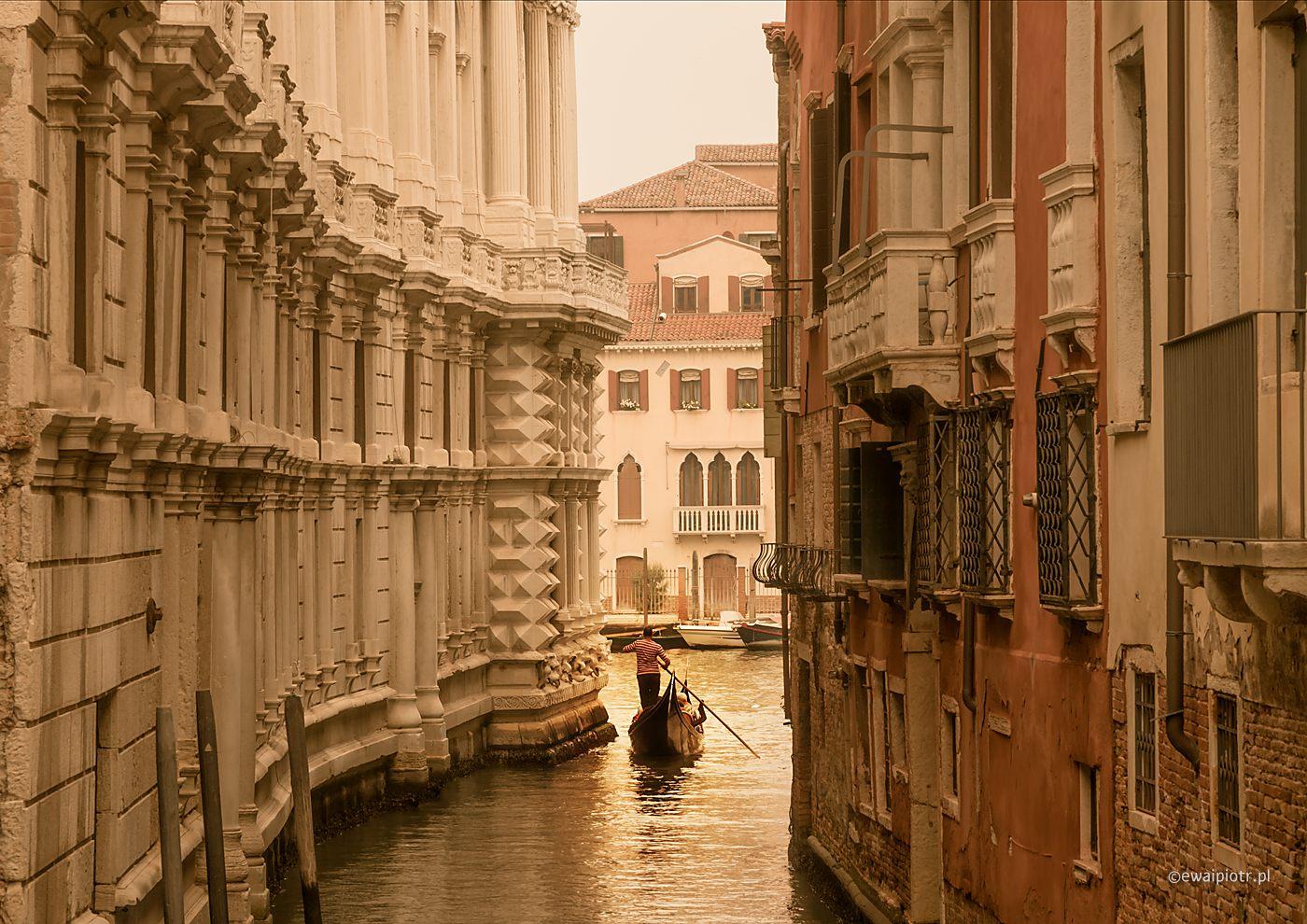 Gondolier. Pocztówka z Wenecji