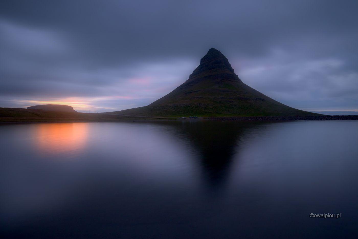 Midnight sun i Kirjulfell, Islandia
