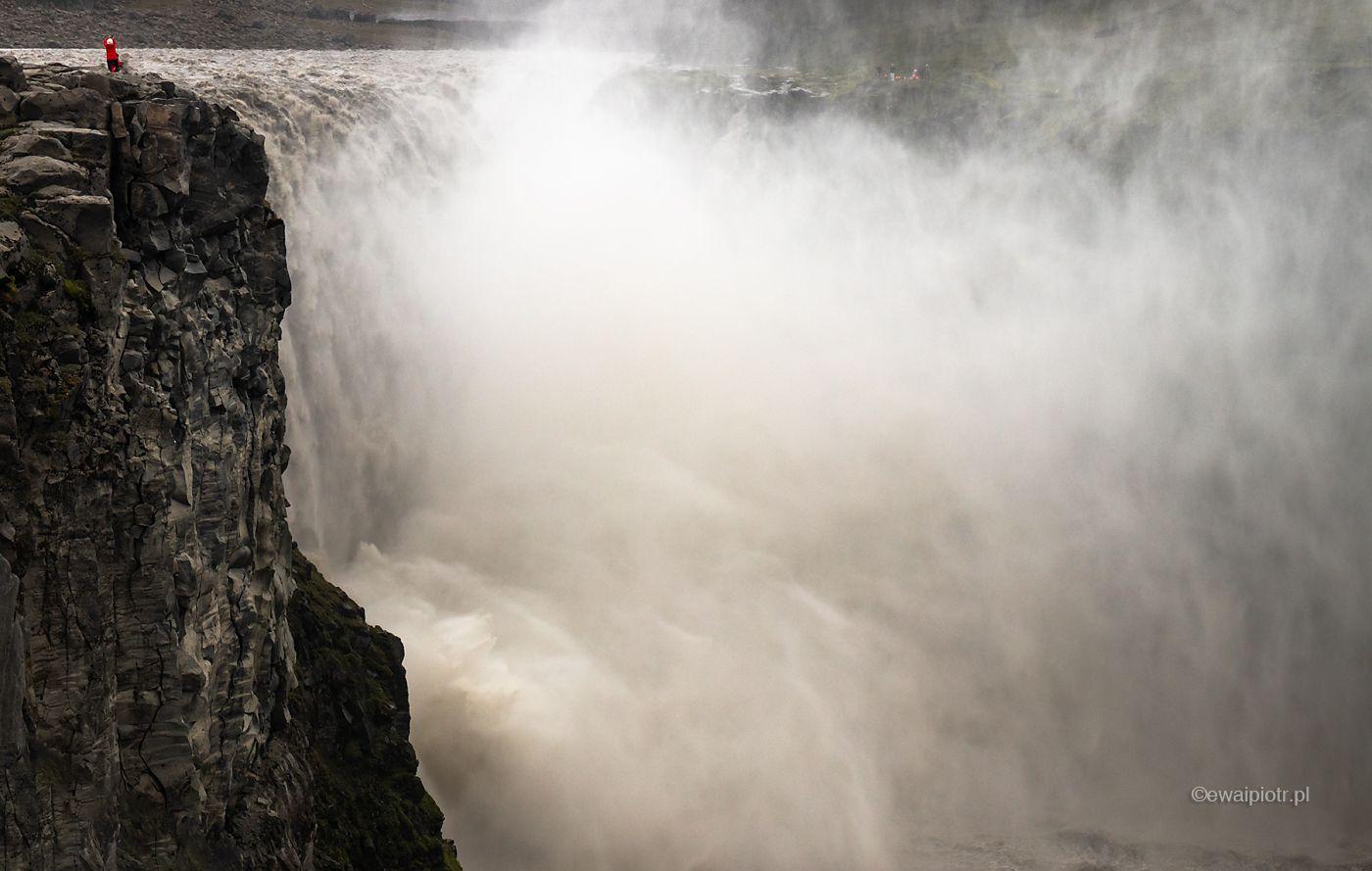 Potęga wodospadu Dettifoss, Islandia
