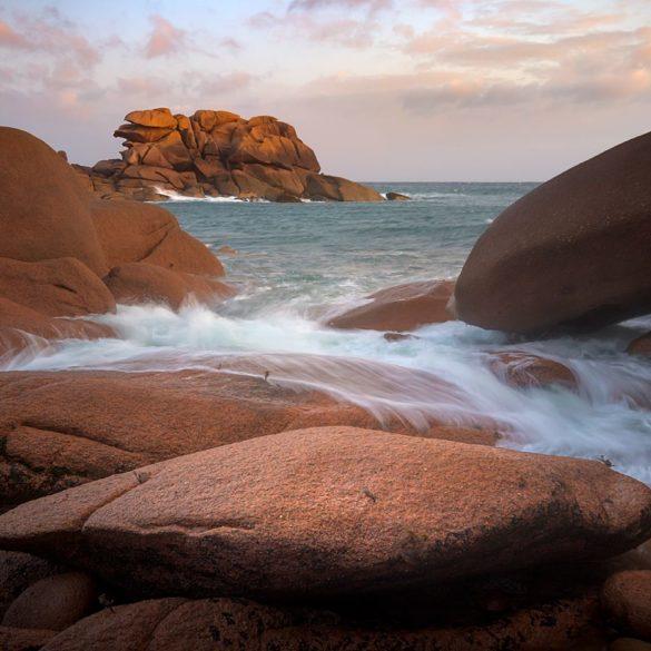 Wybrzeże Bretanii, fotowyprawa Bretania, różowe skały nad morzem