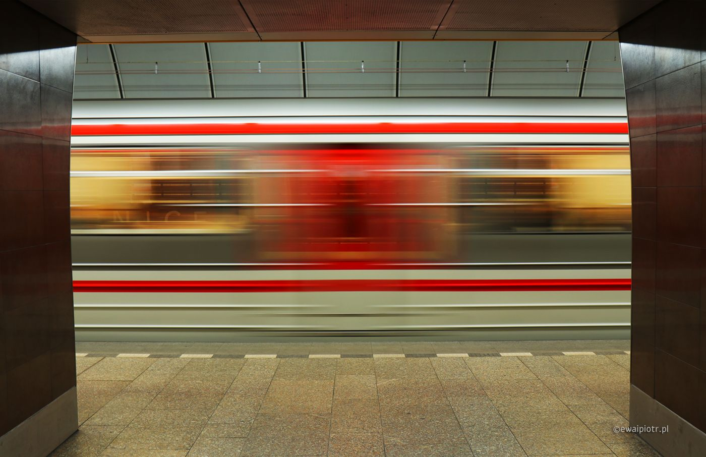 Praskie metro - pociąg jedzie