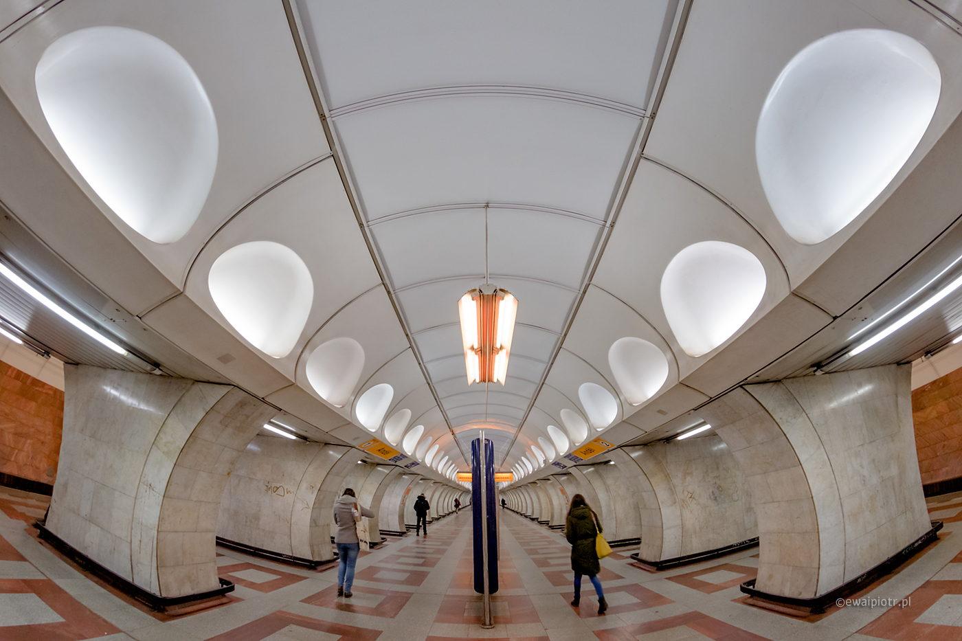 Praskie metro - symetria