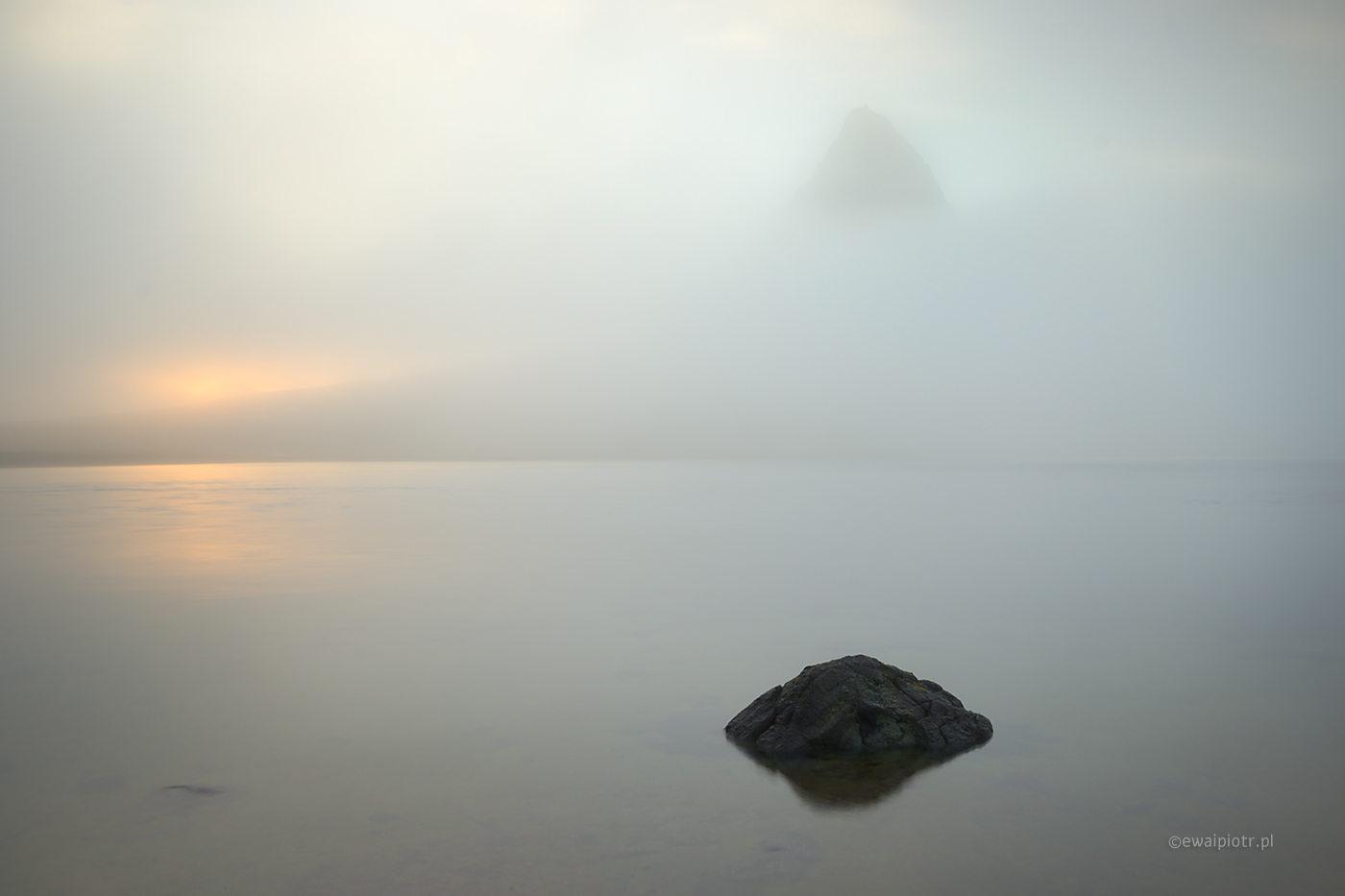 Kirkjufell we mgle, Islandia, poprawna ekspozycja mgły