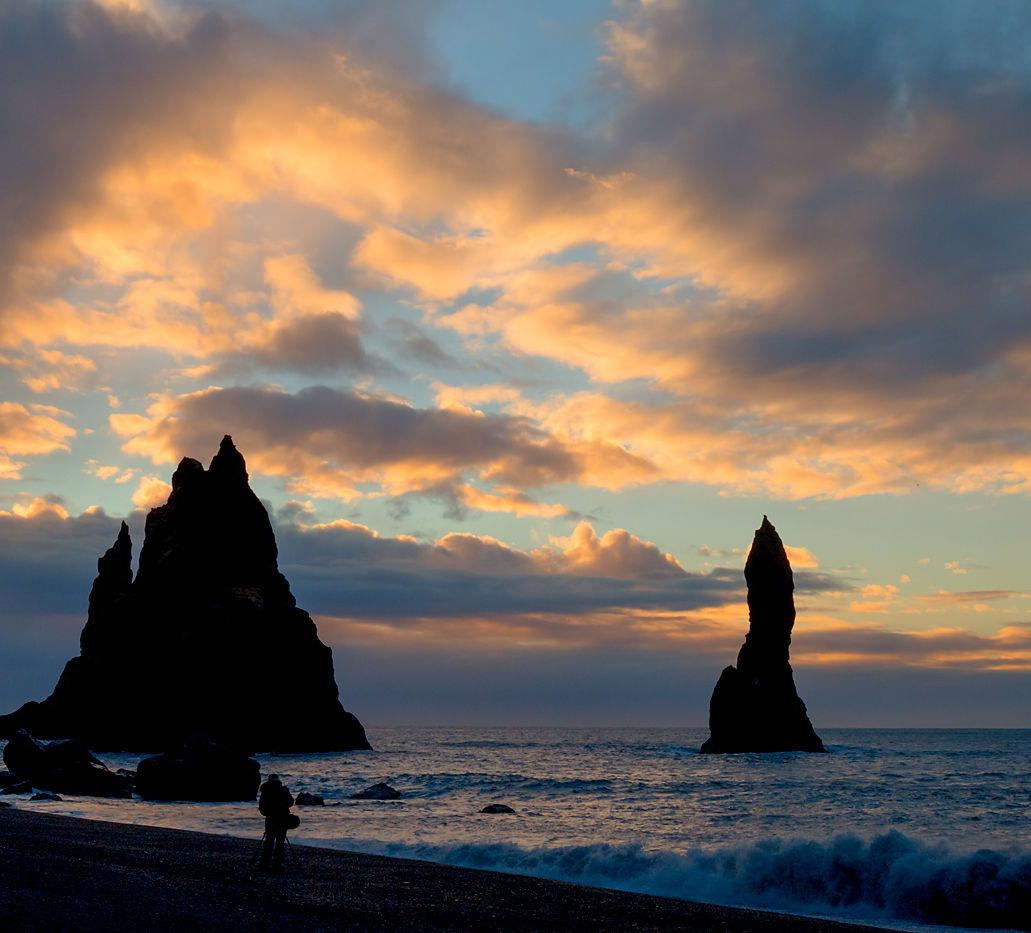 Wschód na plaży Reynisfjara, Islandia, wyprawa fotograficzna