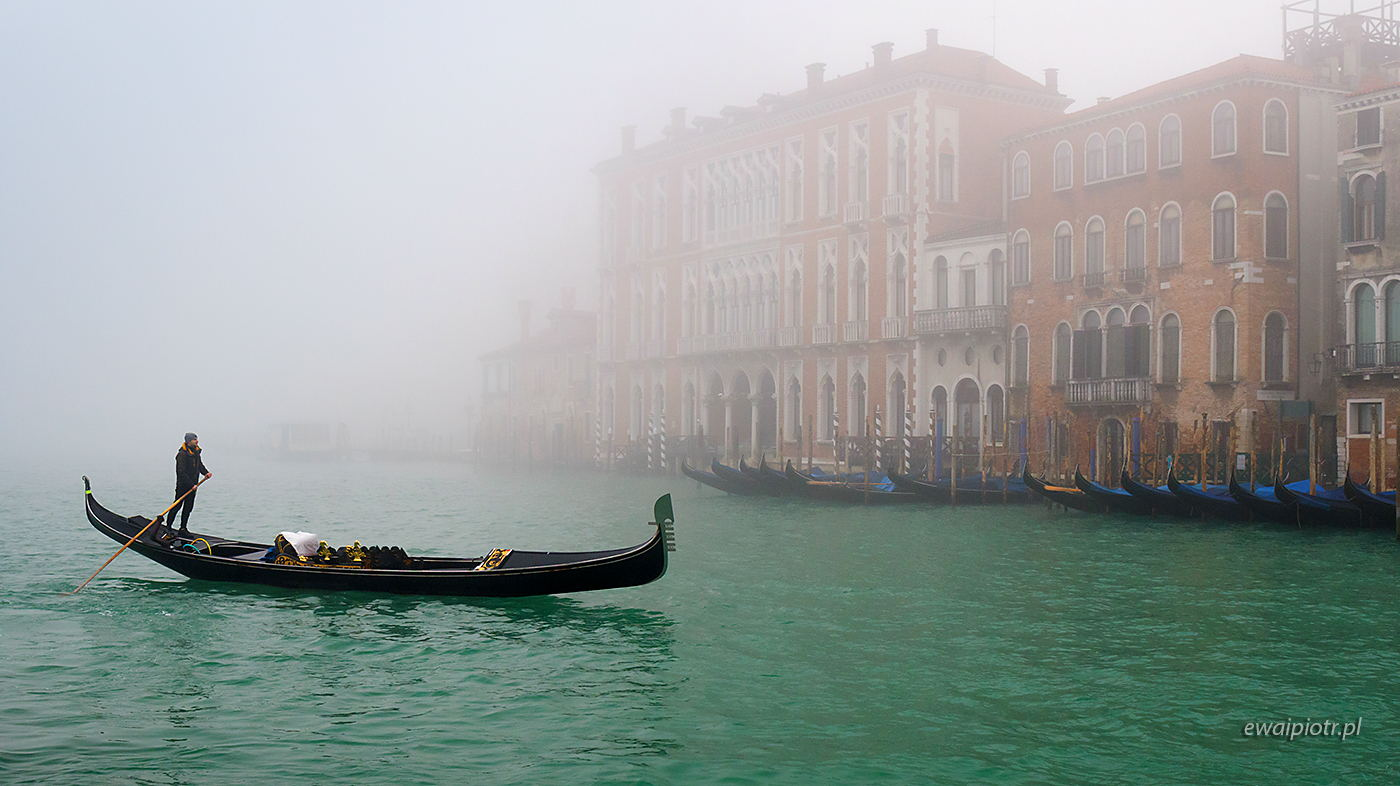 Gondolier we mgle, Wenecja, warsztaty fotograficzne, mgła
