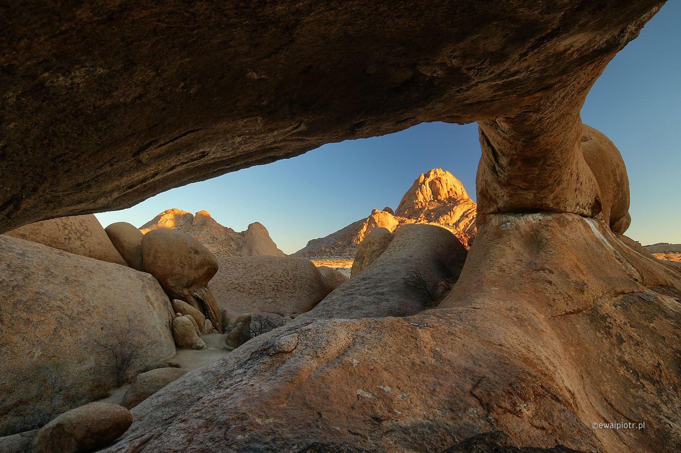 Łuki skalne Spitzkoppe, Namibia, wyprawy foto