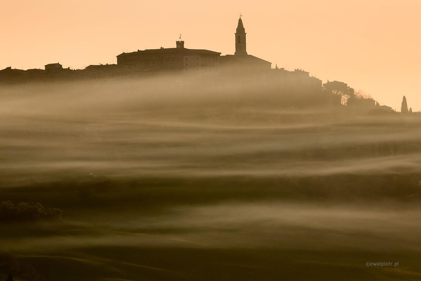 Pienza we mgle, Toskania, plener otwarty, wyprawa foto