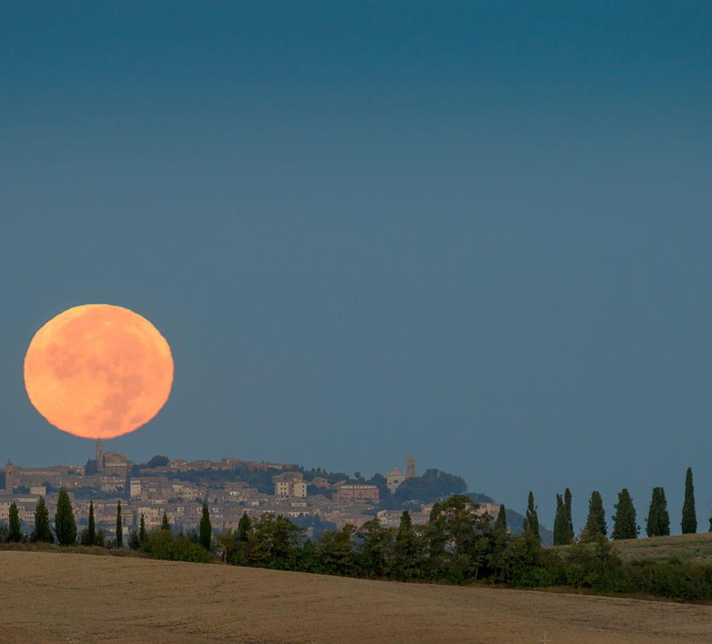Zachód Księżyca w Toskanii, fotowyprawa, punkt widokowy, San Quirico d'Orcia