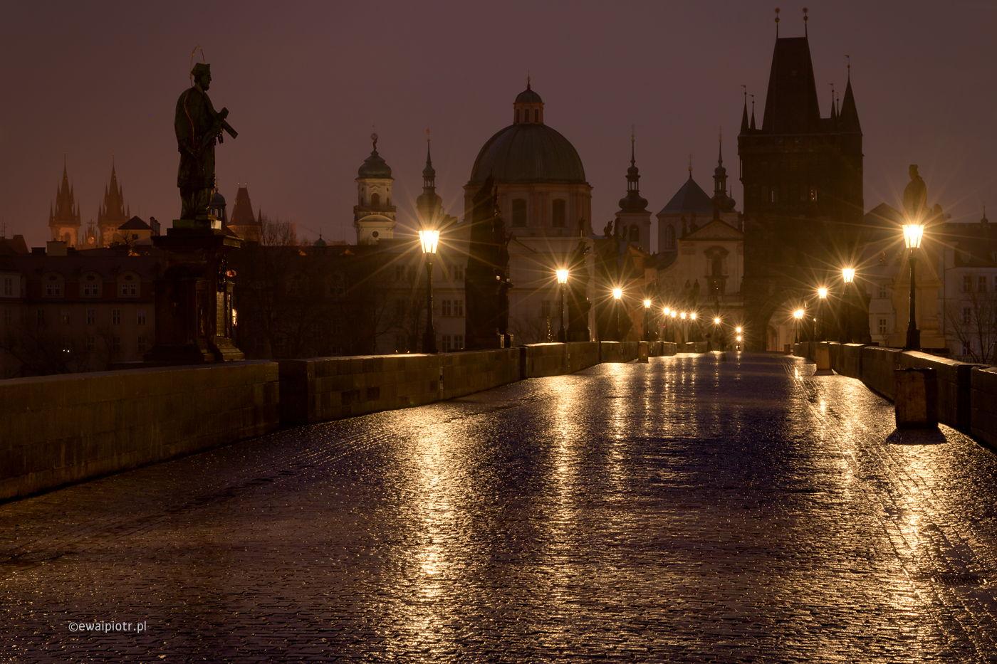 Most Karola przed świtem, Praga, warsztaty fotograficzne