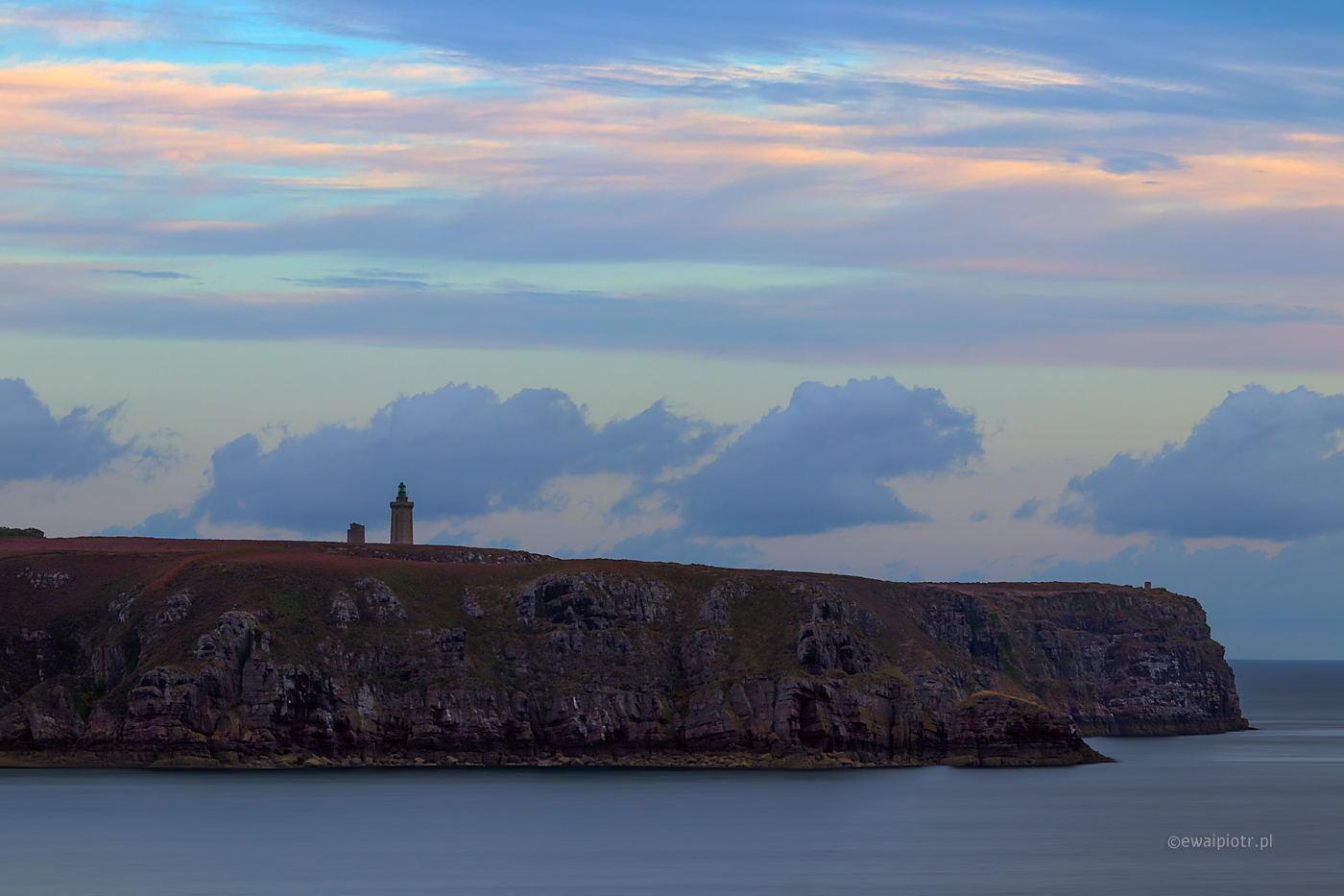 Wybrzeże Bretanii, latarnia morska, kiedy instalować firmware