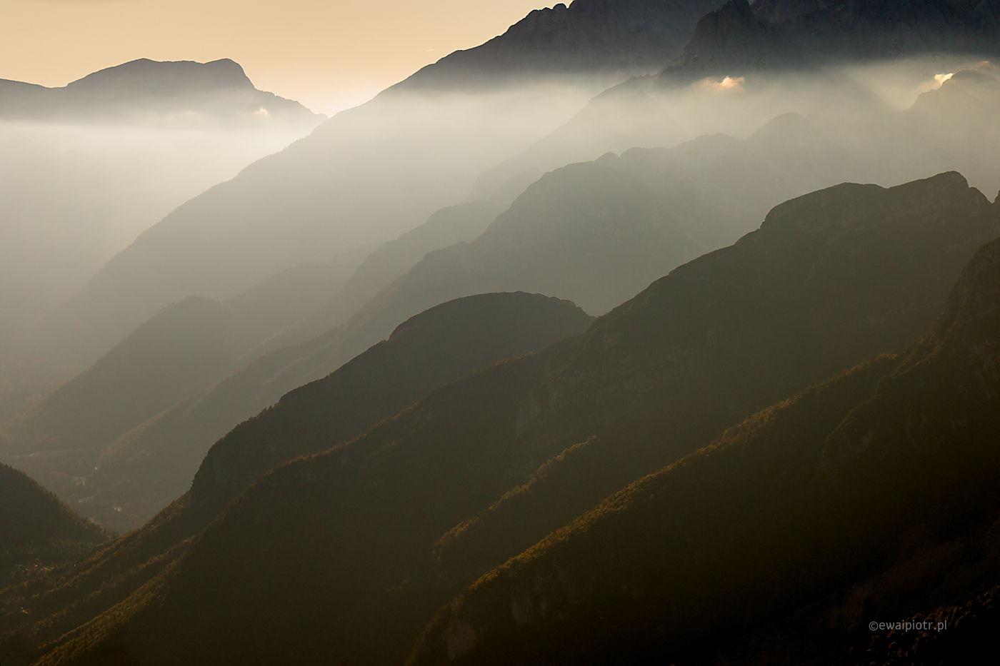 Góry i mgła, Słowenia, teleobiektyw, spłaszczenie perspektywy