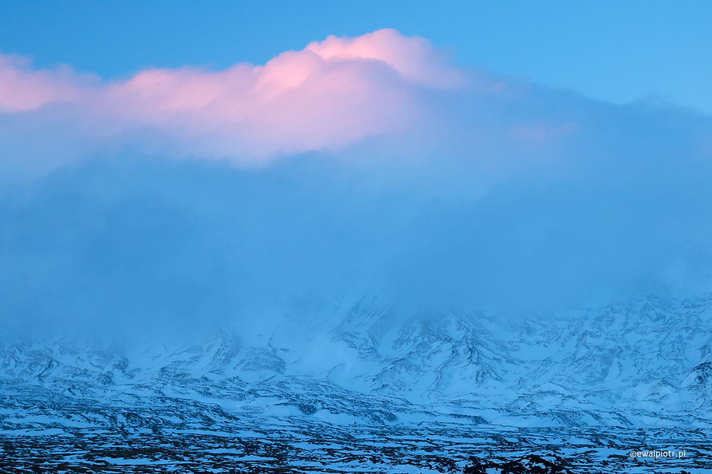 Góry i różowa chmura, Islandia, warsztaty fotograficzne