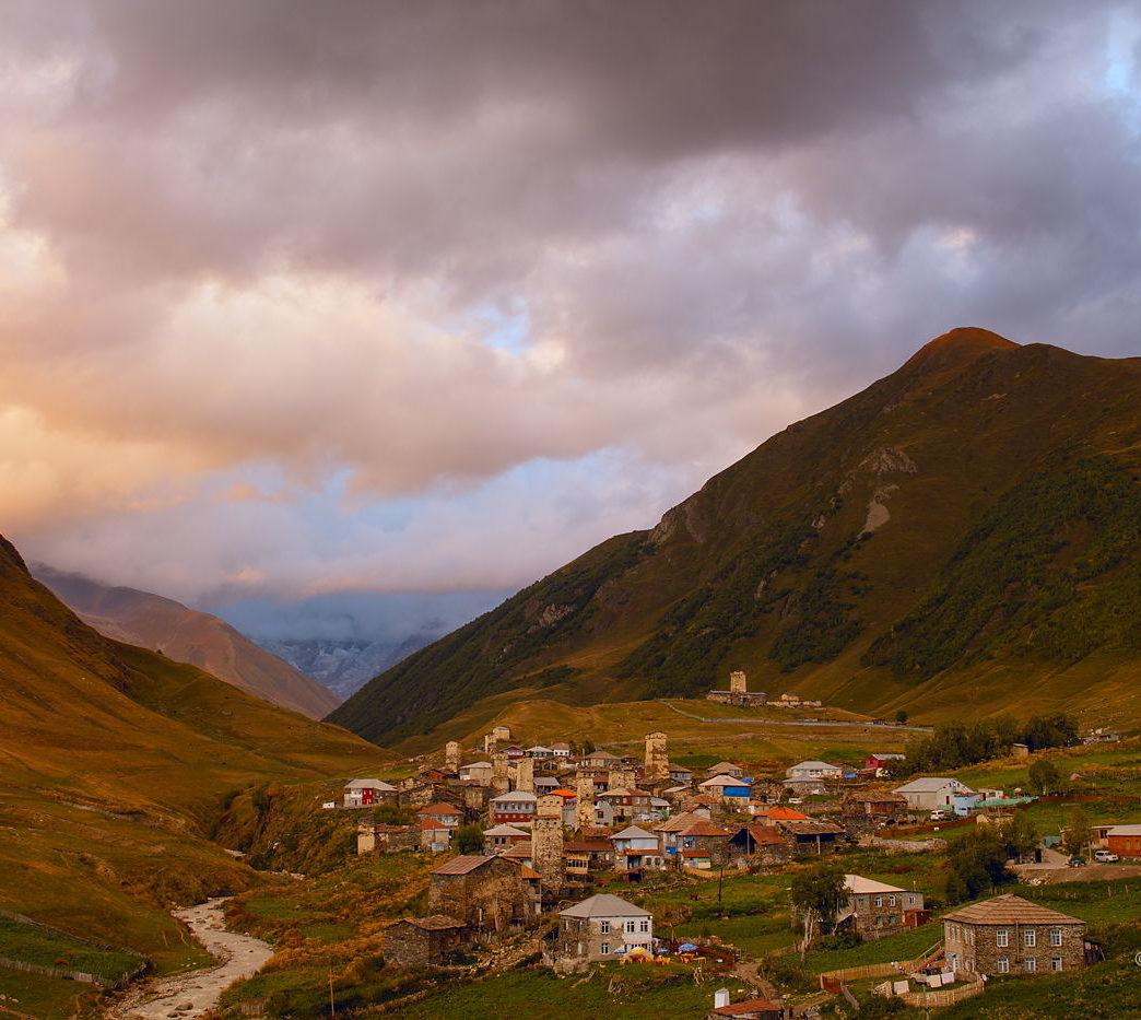 Wieczorne chmury nad Uszguli, Gruzja
