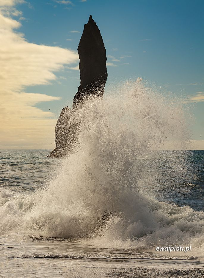 Fale przy Reynisdrangar, Islandia