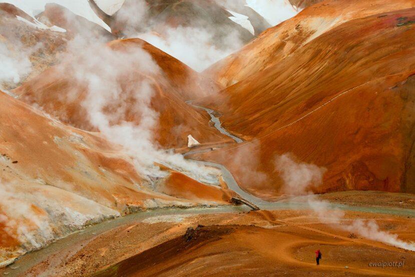 Człowiek wśród dymów Kerlingarfjoll, Islandia, fotowyprawa, relacja, warsztaty fotograficzne
