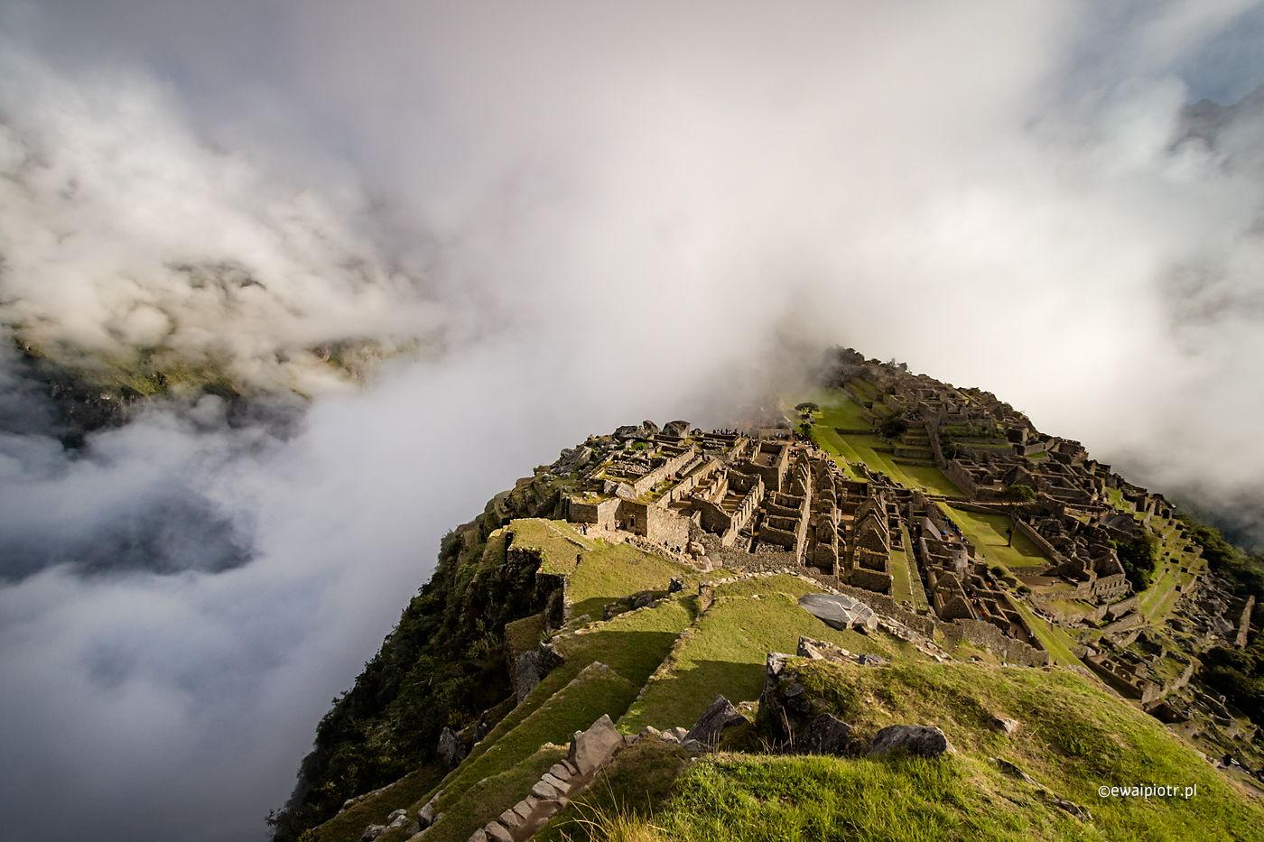 Machu Picchu we mgle, Peru