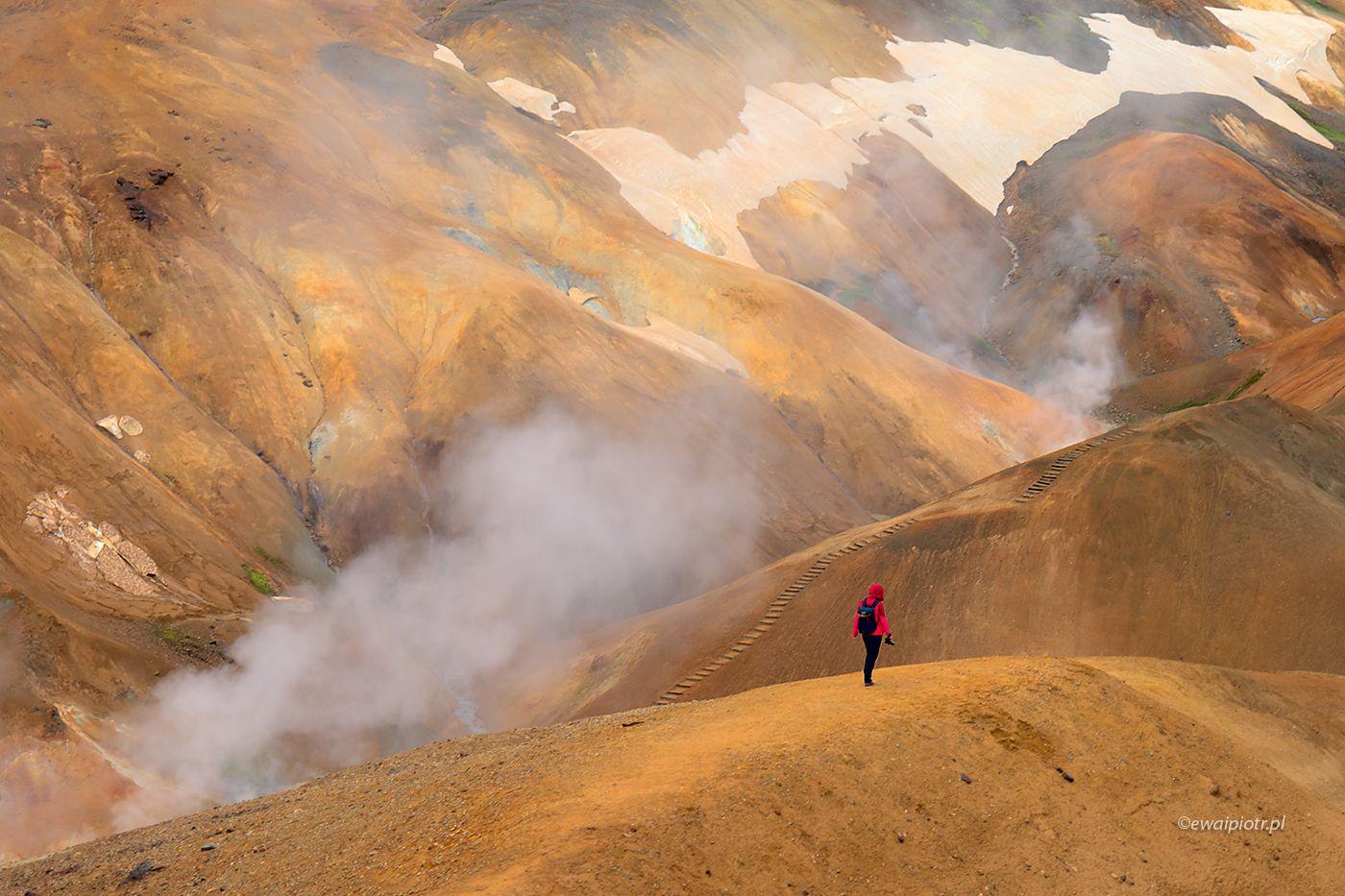 Dymy i pomarańczowe wzgórza Kerlingerfjoll, Islandia