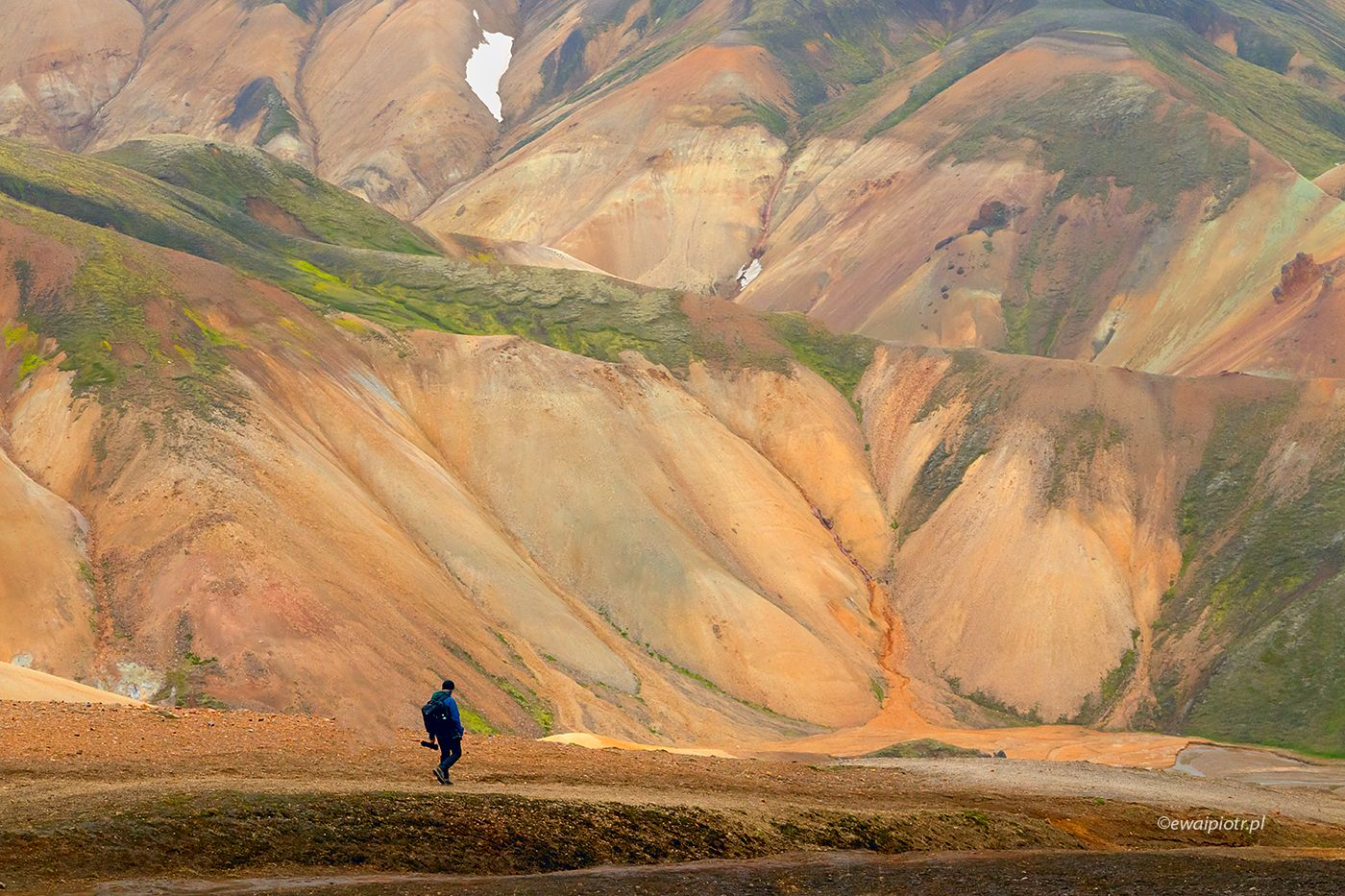 Spacer wśród kolorowych wzgórz Landmannalaugar, Islandia