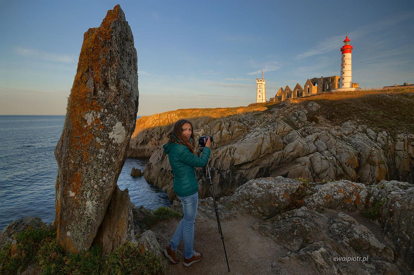 Ula Kupińska przy Pointe Saint Mathieu, Bretania, fotowyprawa