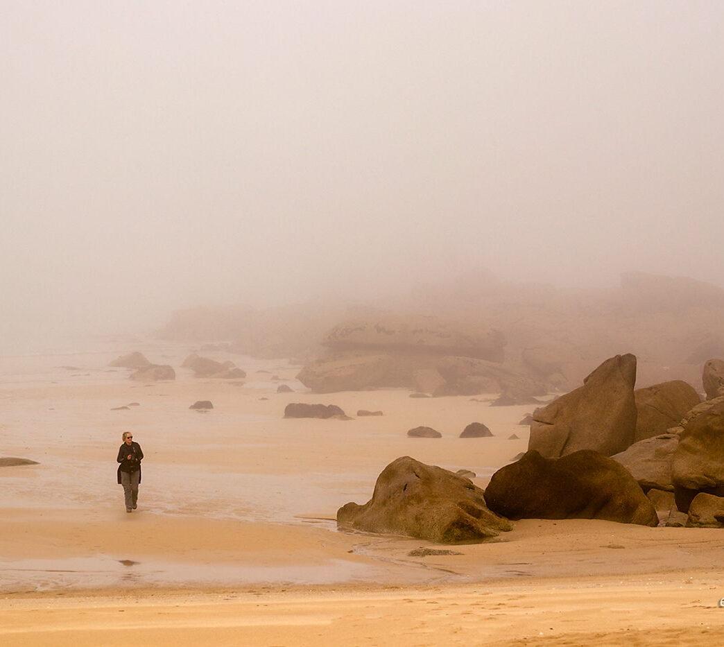 Wybrzeże we mgle, Bretania, fotowyprawa